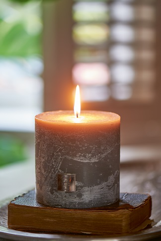 Rustic Candle grey 10x10