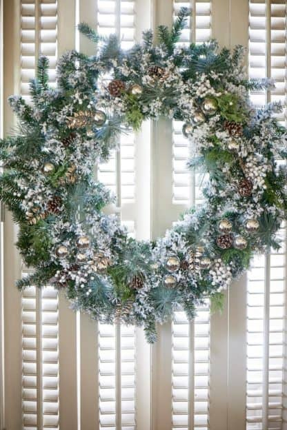 An Amazing Christmas Wreath 150cm